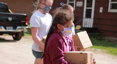 Kids transporting food boxes