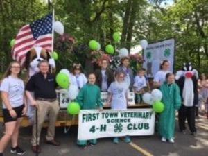 4-H club members at a parade